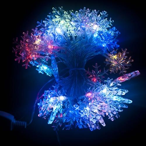 aleko 2el50ledsnowrgb electric powered 50 led multicolor snowflake 195 feet 6 m christmas holiday flash lights set of 2